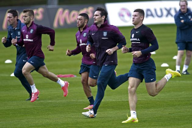 England Players Train in New World Cup Boots