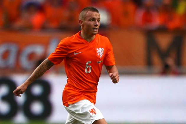 Why Manchester United Should Sign Jordy Clasie
