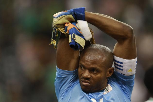 Nigeria Goalkeeper Ejide Makes Bizarre Mistake vs. Scotland