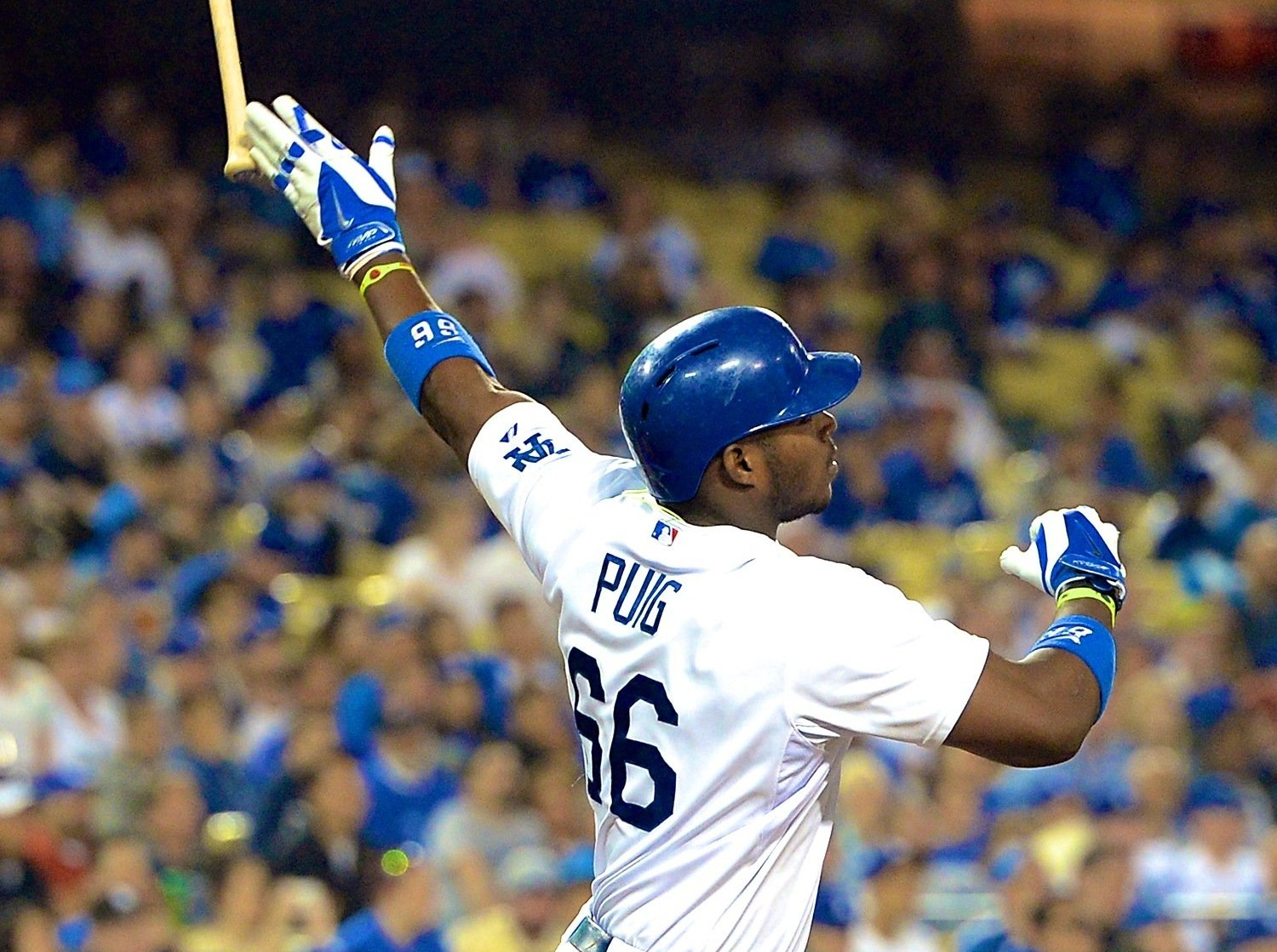 Vin Scully Calls Yasiel Puig the 'Maestro' of Bat Flips ...