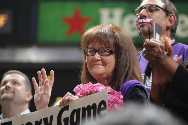 Sacramento Kings Honor Superfan 'Sign Lady' After ESPN Fan HOF Induction