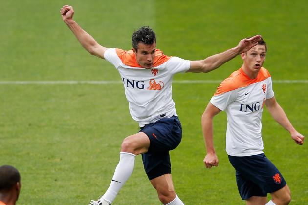 Robin Van Persie Injury: Updates on Man United Star's Knee and Return