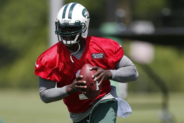 Teammates Are Making Michael Vick Feel Old