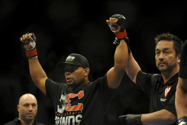 Daniel Cormier Willing to Delay Surgery for UFC Title Shot Against Jon Jones