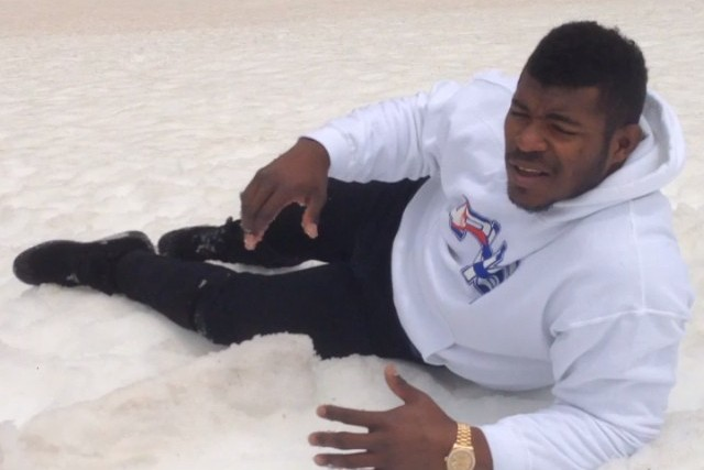 Dodgers' Yasiel Puig Plays in the Snow Like a Kid