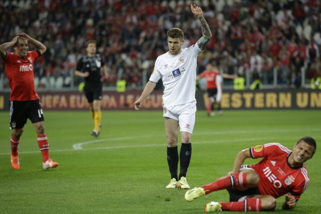 Liverpool Transfer News: Alberto Moreno Set to Travel to Anfield, Porto Eye Suso