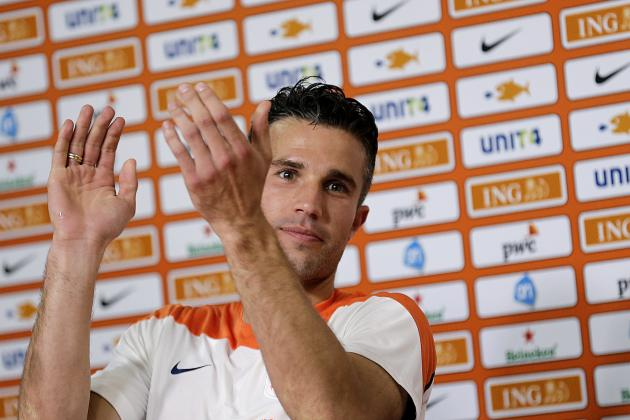 Robin Van Persie Hit by Kitesurfer on Ipanema Beach After Netherlands Training