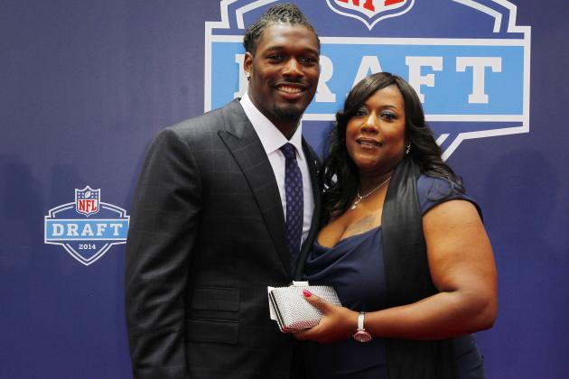 Clowney Wants to Buy His Mom Something Nice