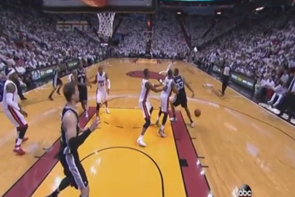 Beautiful Interior Passing from the Spurs Leads to Boris Diaw Dunk