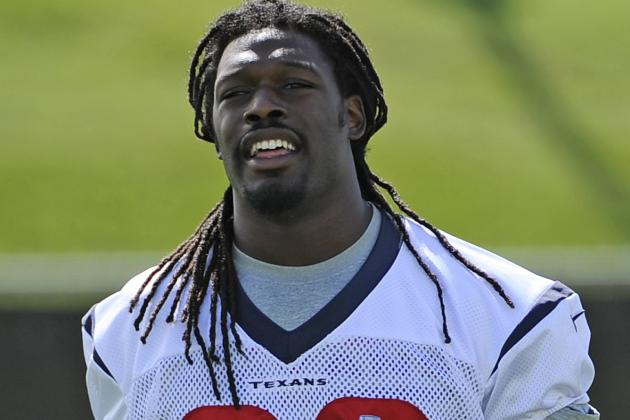 Texans' Jadeveon Clowney Has Sports Hernia Surgery; out Till Training Camp