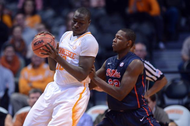 Tennessee Senior Center Rawane Ndiaye Suffers Torn ACL