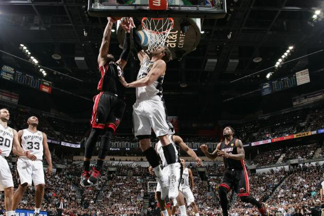 Video: Splitter Stuffs Wade at the RIm