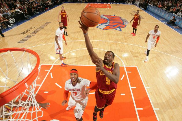Why Los Angeles Lakers Should Pursue Luol Deng In 2014 Free Agency
