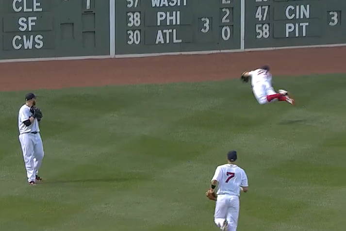 Boston's Brock Holt Makes Diving Grab After Jonny Gomes Loses It in the Lights
