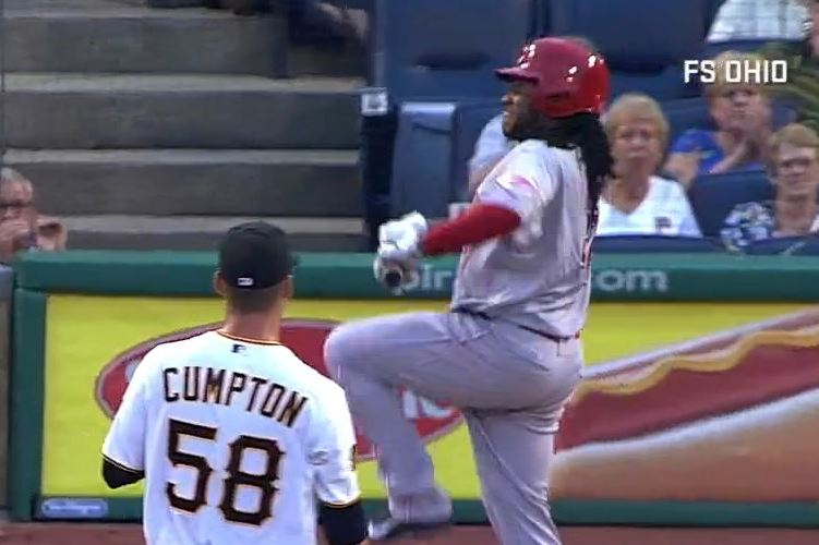 Reds Pitcher Johnny Cueto Fails to Break Bat over Knee After Striking Out