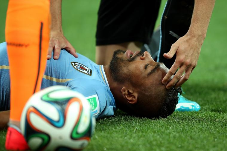 Alvaro Pereira Takes a Knee to the Head from Raheem Sterling, Stays on Pitch