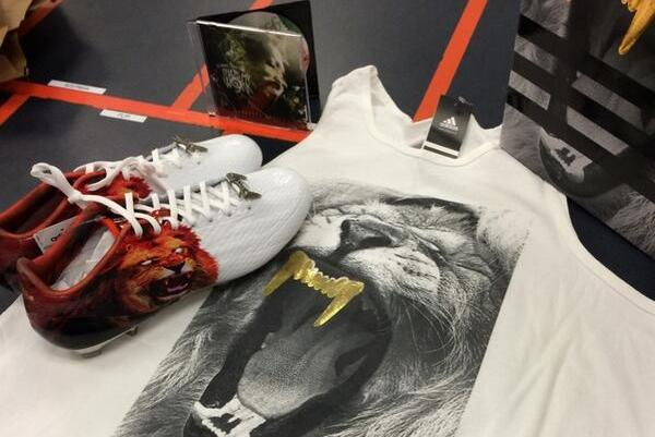 Texas A&M Receives Swag New Cleats from Snoop Lion