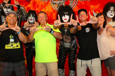 "Photo: Kyle Whittingham Throws Up Utah ""U"" Hand Sign with KISS"