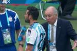 Argentine Gives His Coach a Bath