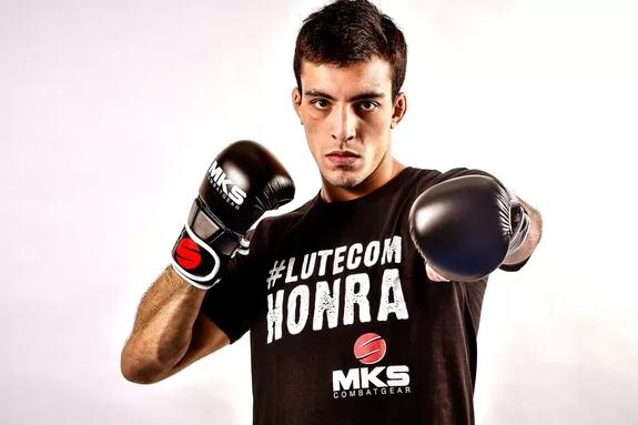 Thomas Almeida assina com o UFC