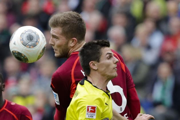 CRUCIATE LIGAMENT INJURY for HANNOVER'S HOFFMANN