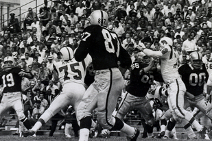 Raiders Mourn Passing of Bob Mischak
