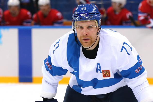 Maple Leafs Sign C Leo Komarov to 4-Year Deal