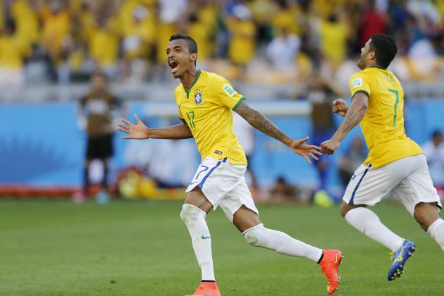 Brazil Must Accommodate Luiz Gustavo's Absence or Face World Cup Exit