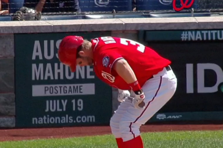 Bryce Harper Tries to Break His Bat over His Knee, Bat Doesn't Break
