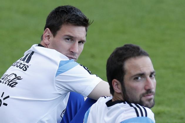 Barcelona Transfer News: Gonzalo Higuain Blow, Juan Cuadrado Agent Set for Talks