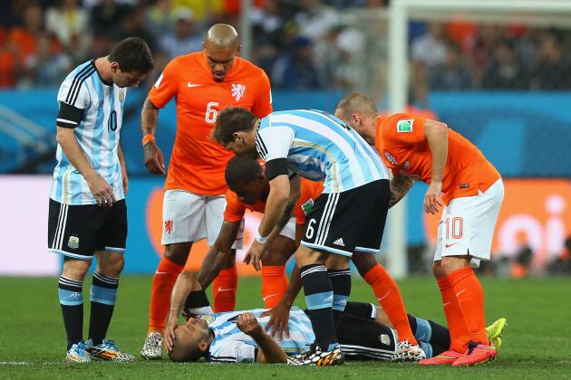 Twitter Reacts to Javier Mascherano Playing on Despite Apparent Head Injury