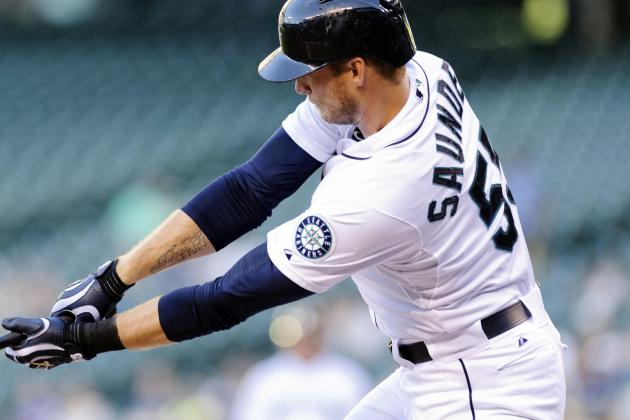 Saunders Exits Game in Eighth with Side Pain
