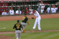 Reds' Billy Hamilton Uses Hesitation Move to Avoid…