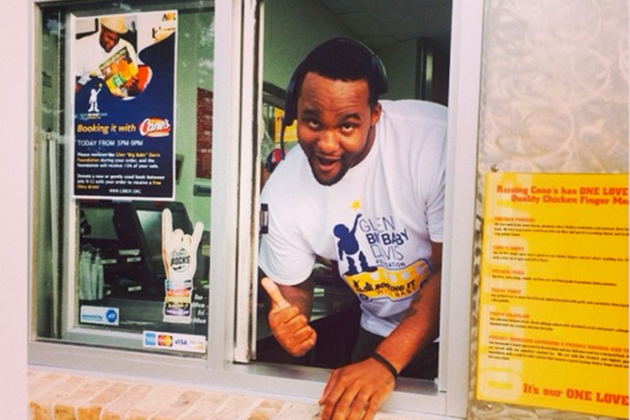 Glen Davis Works Drive-Thru at Louisiana Chicken Joint for Charity