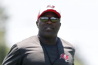 Lovie Smith Wants Stern Teachers, Sees a Lot of Value in NFL Combine