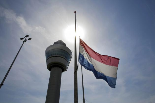 Dutch Clubs Pay Tribute to MH17 Airplane Crash Victims