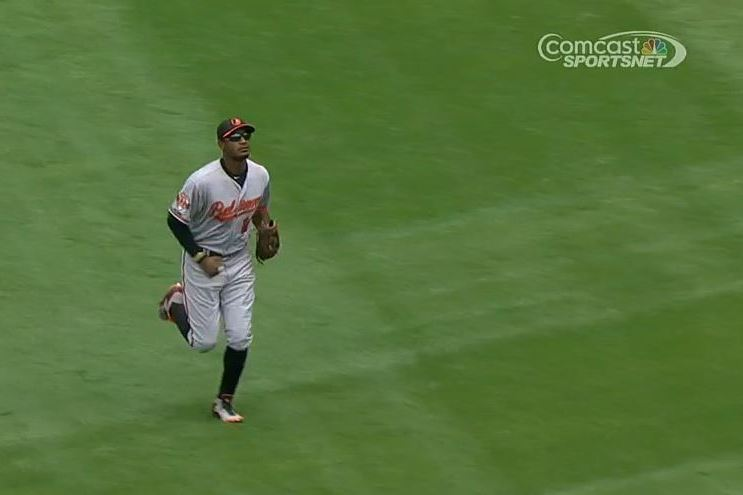 Adam Jones Loses Track of Outs, Allows Yoenis Cespedes to Jog Home on Sac Fly