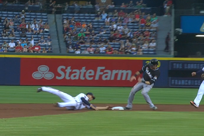 Andrelton Simmons Reaches Back to Field Ball, Then Lays out to Record Force out