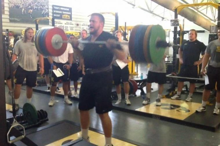 Iowa Tackle Brandon Scherff Shows off His Strength by Doing 443-Pound Cleans