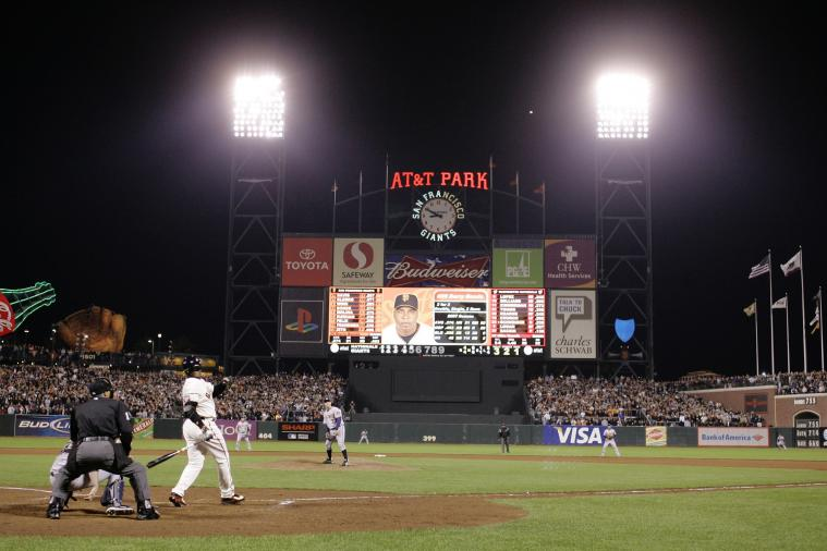 Throwback Thursday: 7th Anniversary of Barry Bonds Hitting Home Run No. 756