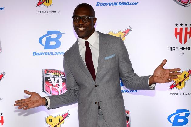 Terrell Owens Posts Photo with Terry Crews on Set of 'Brooklyn Nine-Nine'