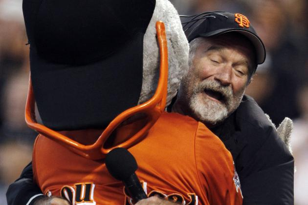 Giants Observe Moment of Silence for Robin Williams