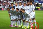 Ronaldo on His Tippy-Toes in Team Photo