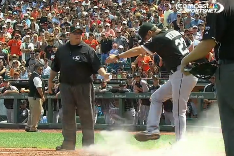 Robin Ventura Kicks Dirt over Home Plate After Ejection in Old-School Tantrum