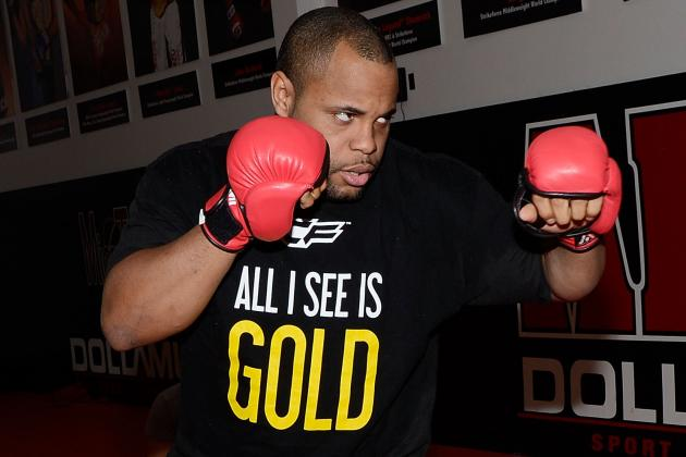 Cormier Looks at Kobe Bryant's Recovery Ahead of UFC 182 Title Fight