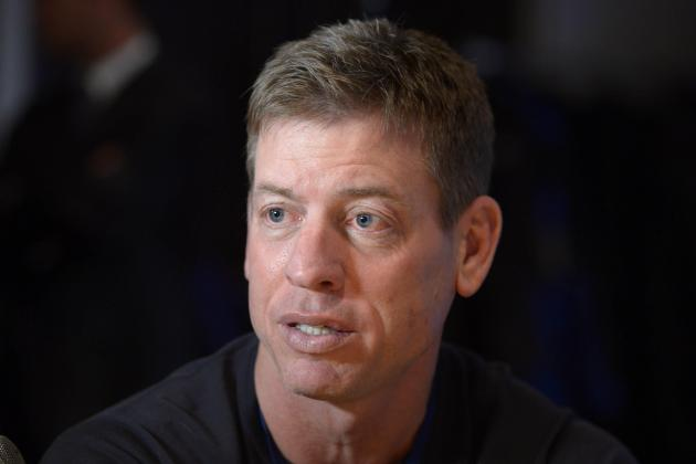 Troy Aikman Praises Brett Hundley's Decision to Remain at UCLA