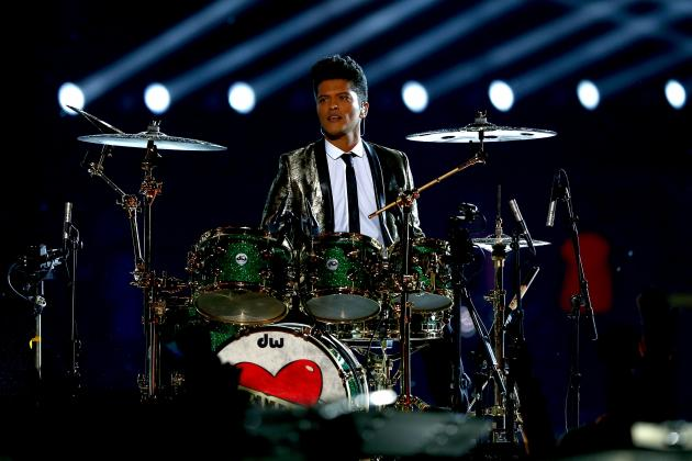 NFL Reportedly Asking Potential Super Bowl Halftime Acts to Pay to Perform