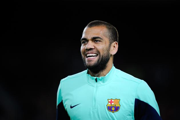 Dani Alves Announces Decision to Stay at Barcelona