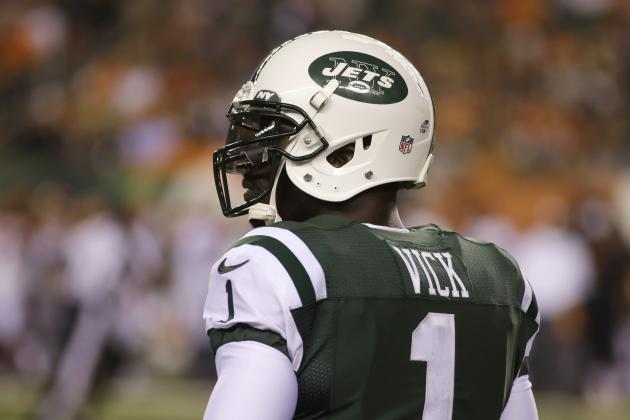 Michael Vick Not Starting Is the NFL's Biggest Mystery