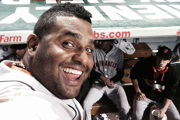 Giants' Pablo Sandoval Used a Fan's Phone to Take a Selfie During Rain Delay